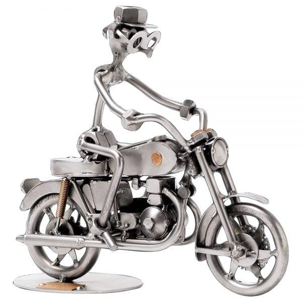 Mies ja moottoripyörä mutteriveistos