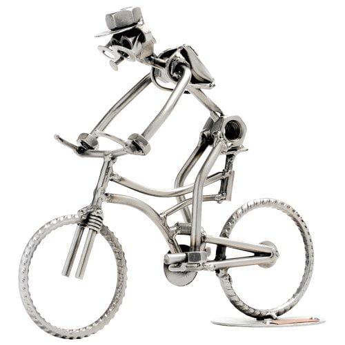 Maastopyöräilijä